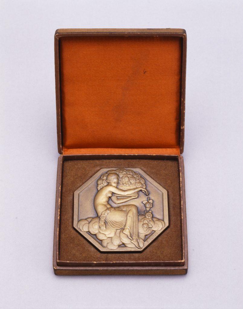 作品画像:メダル《現代装飾美術産業美術国際博覧会》