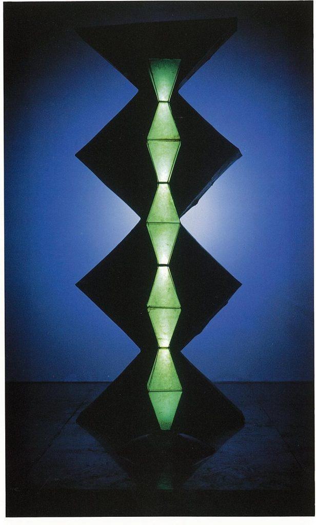 作品画像:ブランクーシの柱/光の彫刻