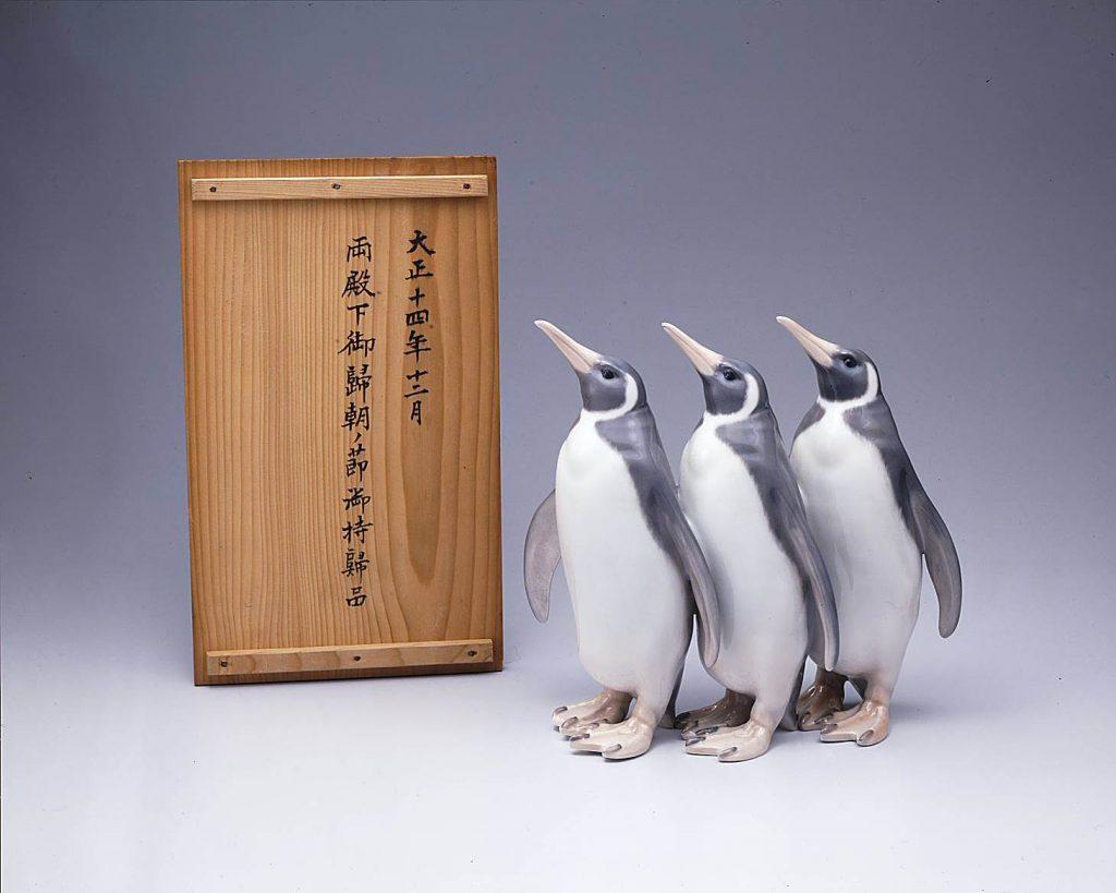作品画像:三羽揃いペリカン