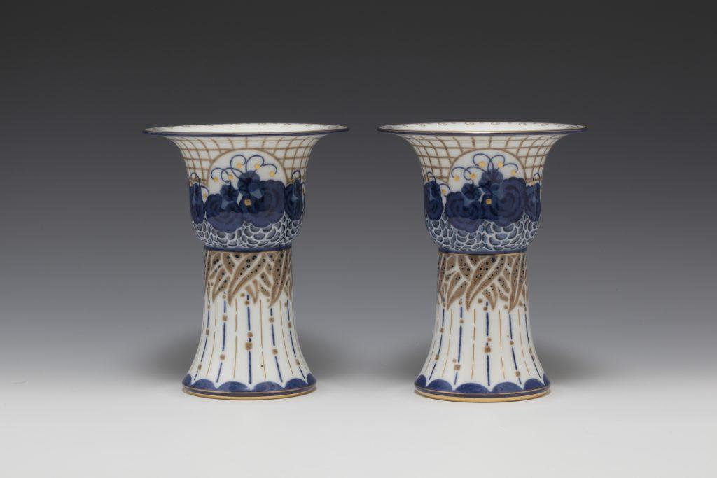 作品画像:花文花瓶対