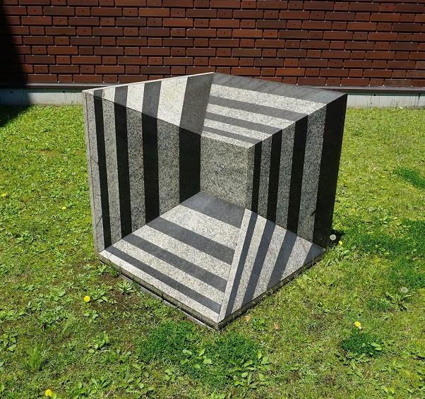 作品画像:メビウスの立方体