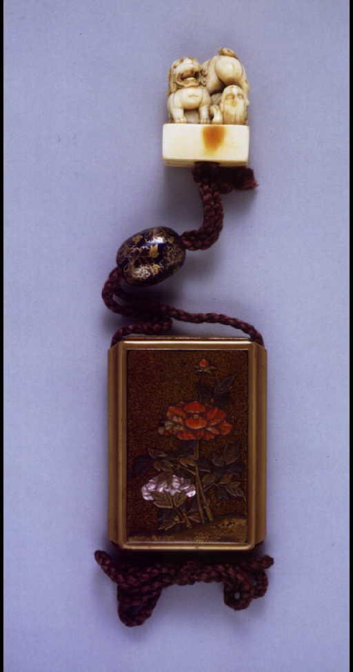 作品画像:牡丹嵌装蒔絵印籠