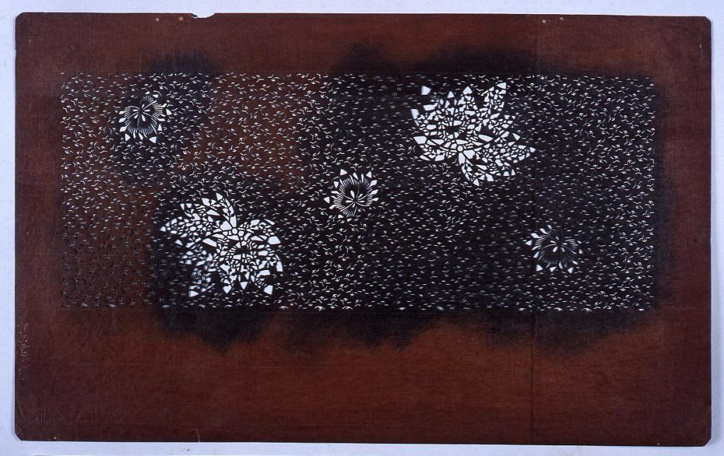 作品画像:長板中形型紙 桐 (小判 追掛)