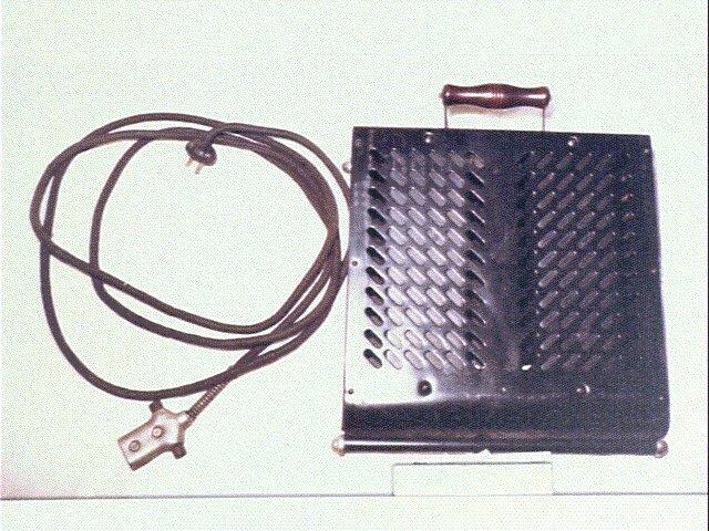 作品画像:電気足温器(100W・100V)