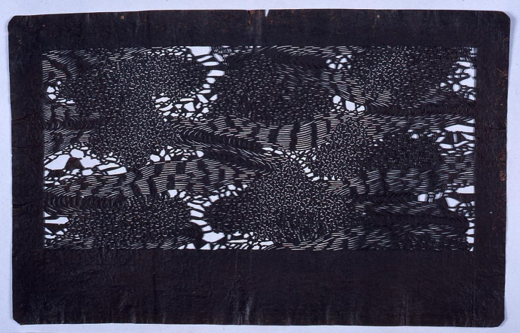 作品画像:長板中形型紙 流れに桜花(小判 追掛)