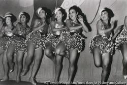 作品画像:東京浅草 常盤座 笑の王国のダンシング・チーム