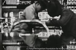 作品画像:東京銀座 喫茶店で眠る客