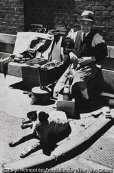 作品画像:東京銀座 靴みがきと修理よろず引き受け