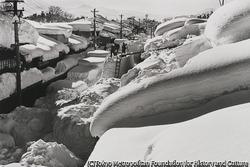 作品画像:豪雪に埋まった町