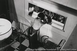 作品画像:東京赤坂 フロリダダンスホール 鏡を見るダンサー