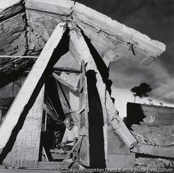 作品画像:倒壊したビルを家に(江戸川橋)