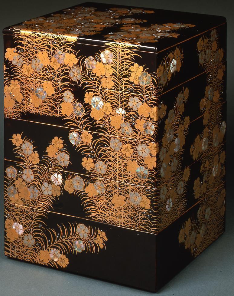 作品画像:撫子蒔絵螺鈿重箱