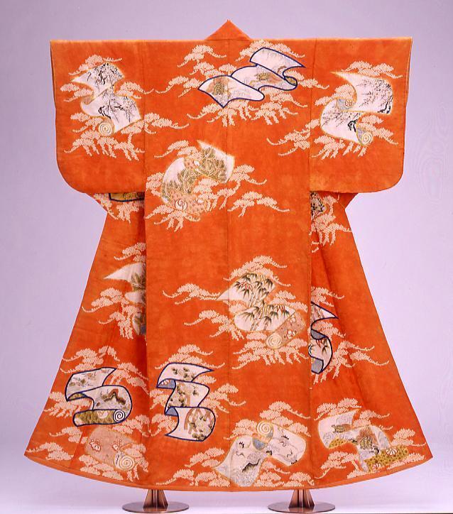 作品画像:緋綸子地松巻絹文様染繍絞小袖