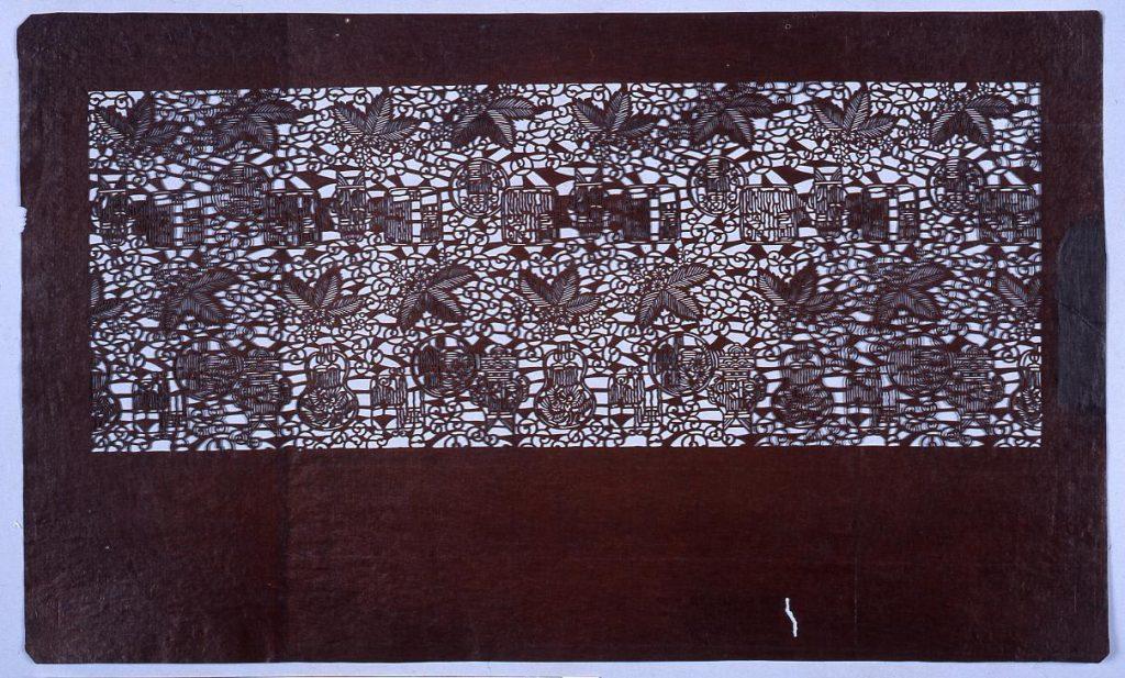 作品画像:長板中形型紙 桐に唐草(小判 追掛)