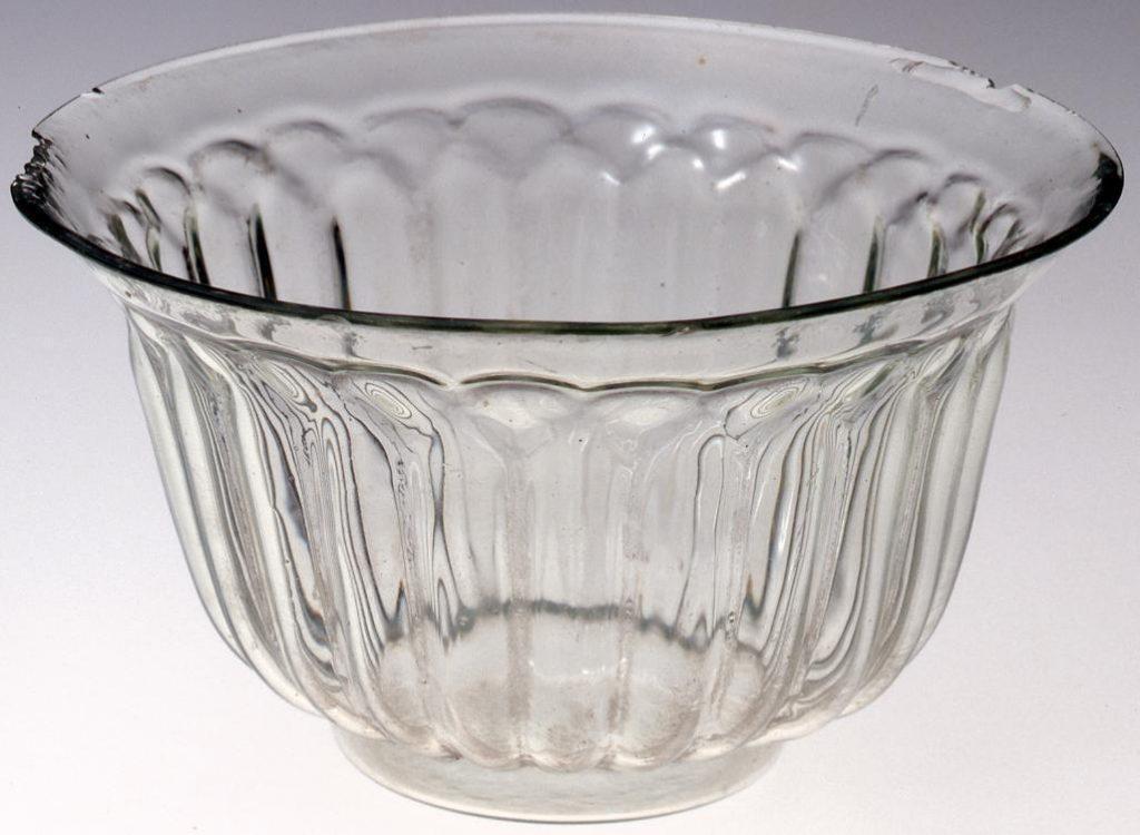 作品画像:無色菊型(下半分)碗