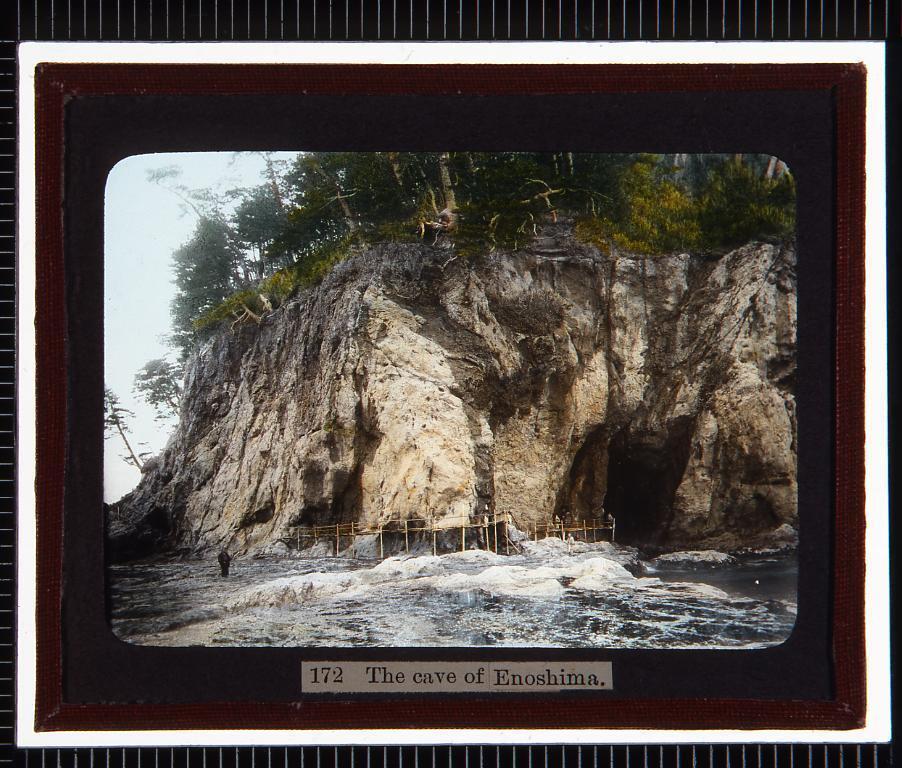作品画像:江ノ島 洞窟(幻燈原板)