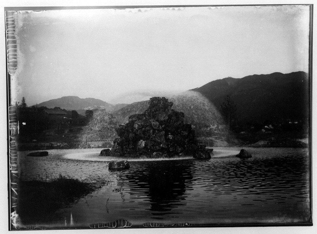 作品画像:噴水と池