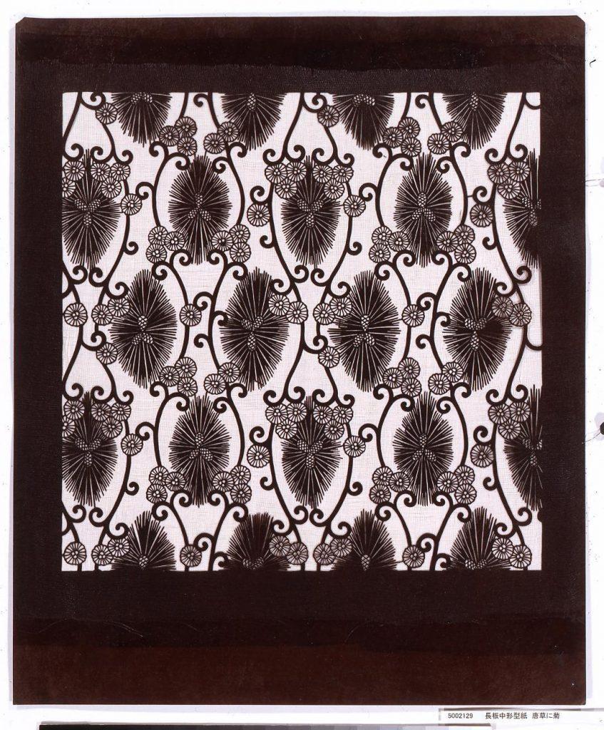 作品画像:長板中形型紙 唐草に菊