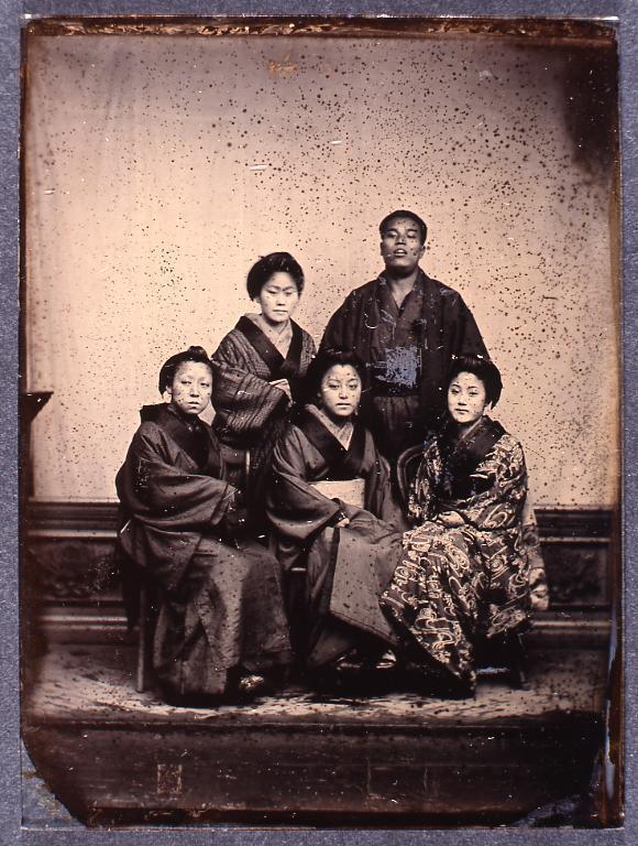 作品画像:男性と女性4人