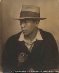 作品画像:(帽子をかぶったタバコを持つ男性像男性像)