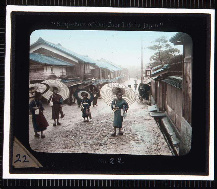 作品画像:通りの風景(幻灯原板)