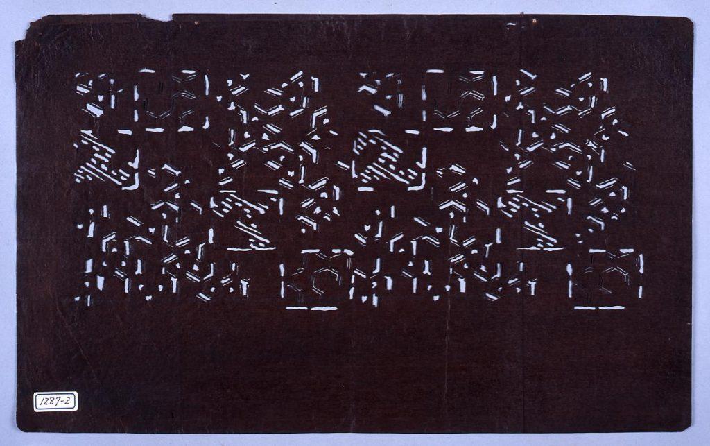 作品画像:長板中形型紙 毘沙門に角文 (小判 追掛)