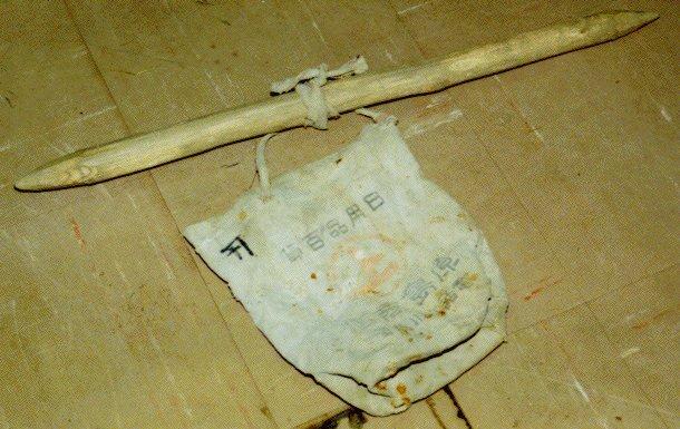 作品画像:種まき棒と種袋