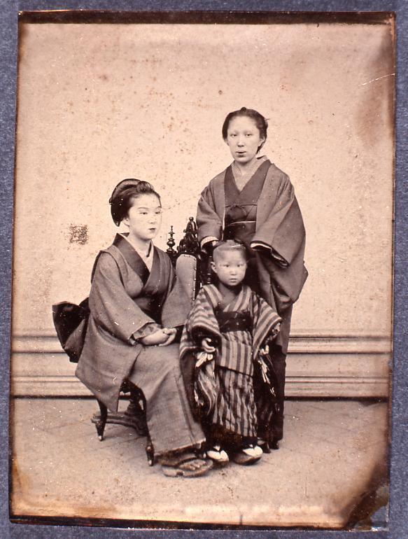 作品画像:女性2人と少女