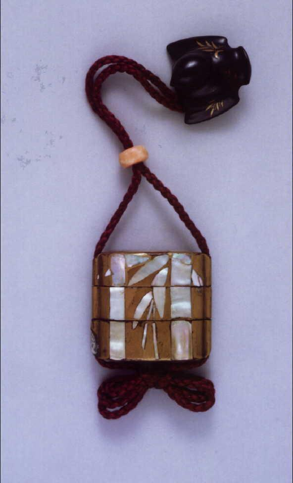 梅竹螺鈿印籠
