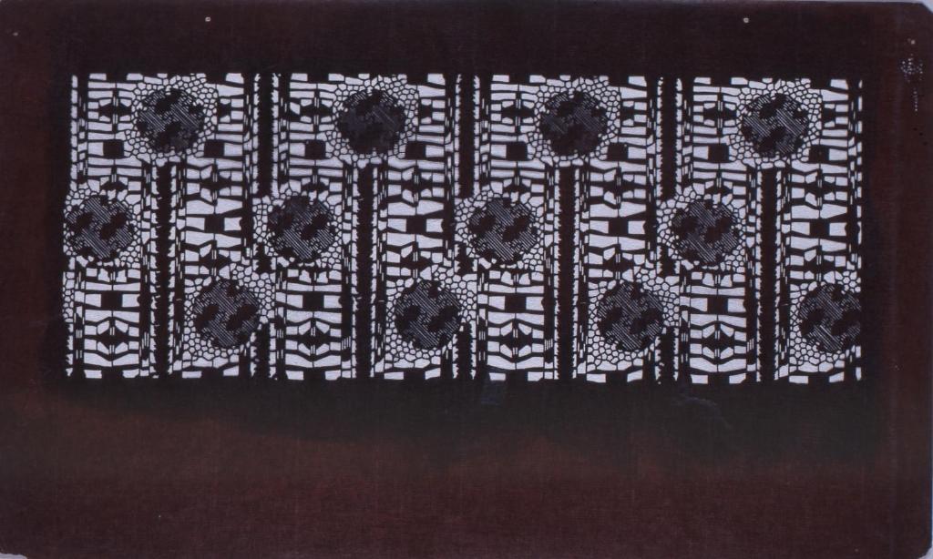 作品画像:長板中形型紙 紗綾形花丸に下がり藤文(追掛)