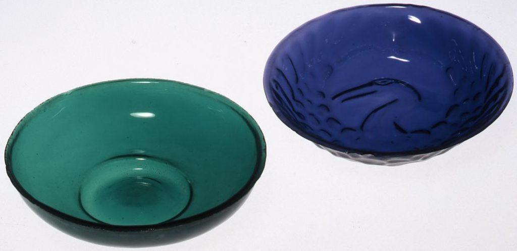 作品画像:濃緑色宙吹き盃
