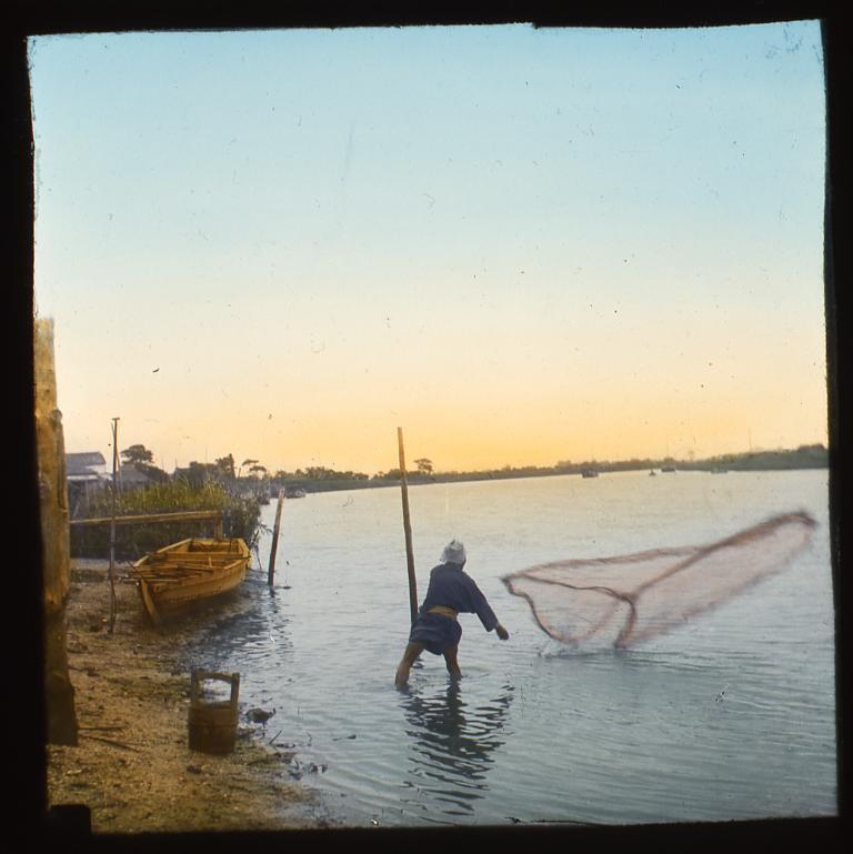 作品画像:投網を打つ男性