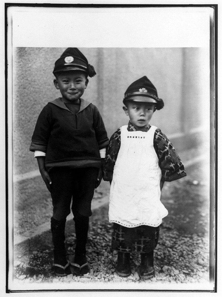 作品画像:2人の男児