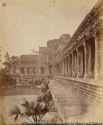 作品画像:西側回廊の一部