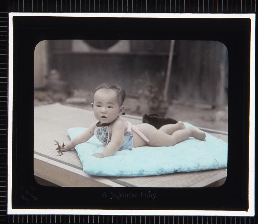 作品画像:赤ん坊(幻灯原板)