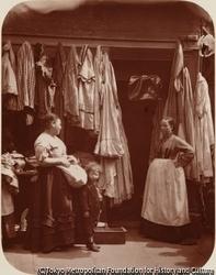 作品画像:古着屋、セブン・ダイアルズ