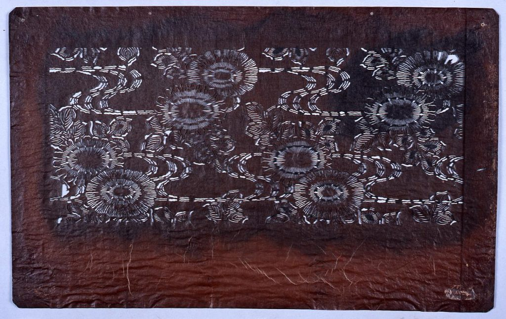 作品画像:長板中形型紙 菊に流水 (小判 追掛)