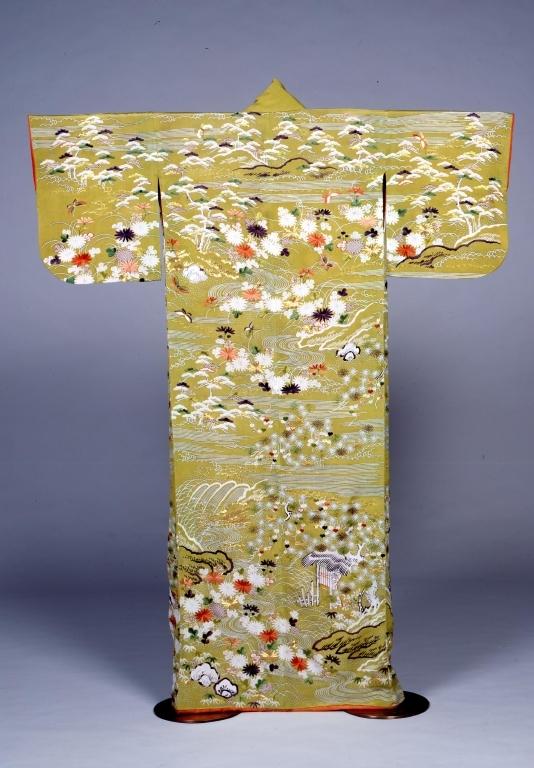 作品画像:鶸色絹縮地松流水菊模様単衣