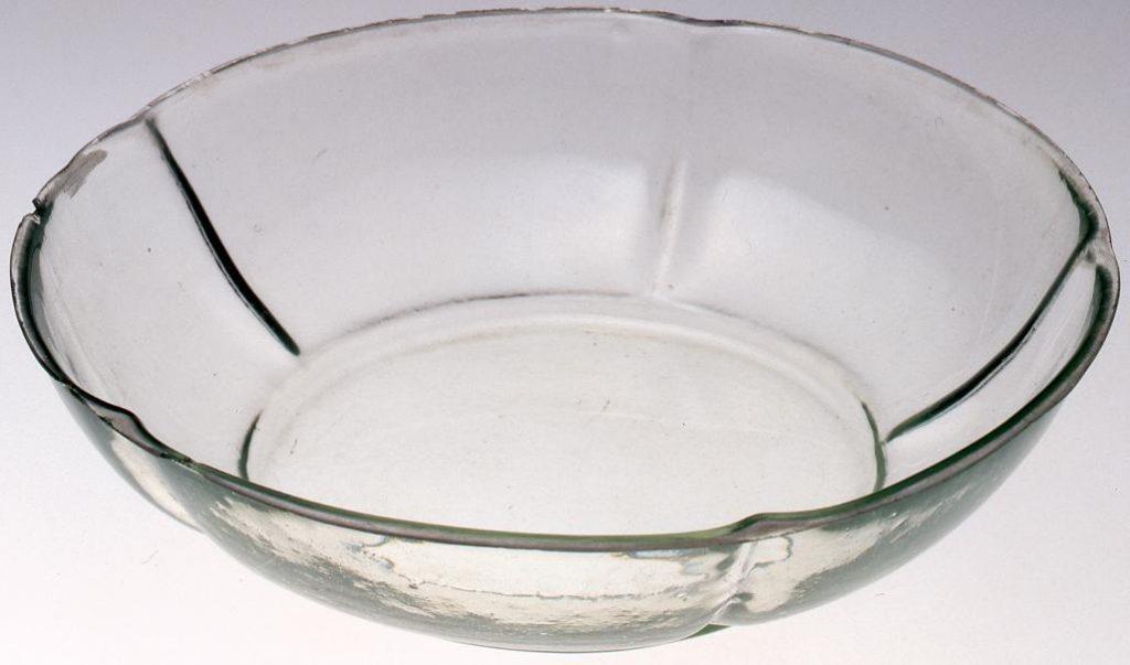 作品画像:無色梅花型皿