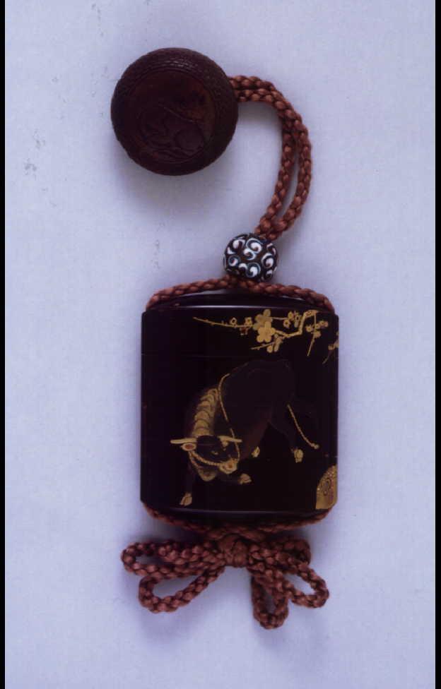 梅牛蒔絵印籠