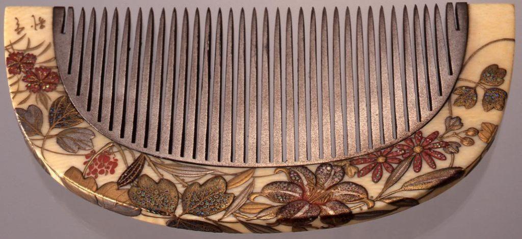 作品画像:象牙台秋草貝蒔絵棟真鍮歯嵌込櫛