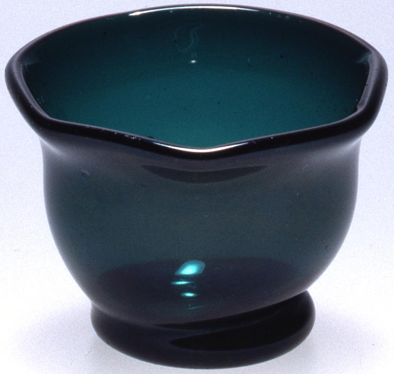 作品画像:濃緑色十二角宙吹き盃
