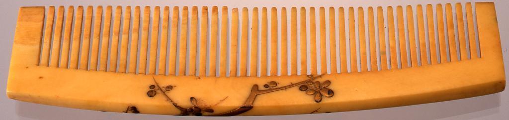 作品画像:象牙台樹木蒔絵櫛
