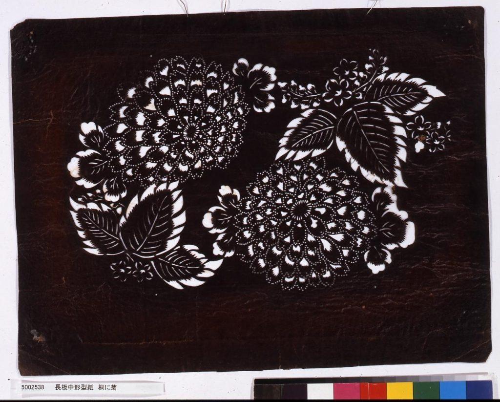 作品画像:長板中形型紙 桐に菊
