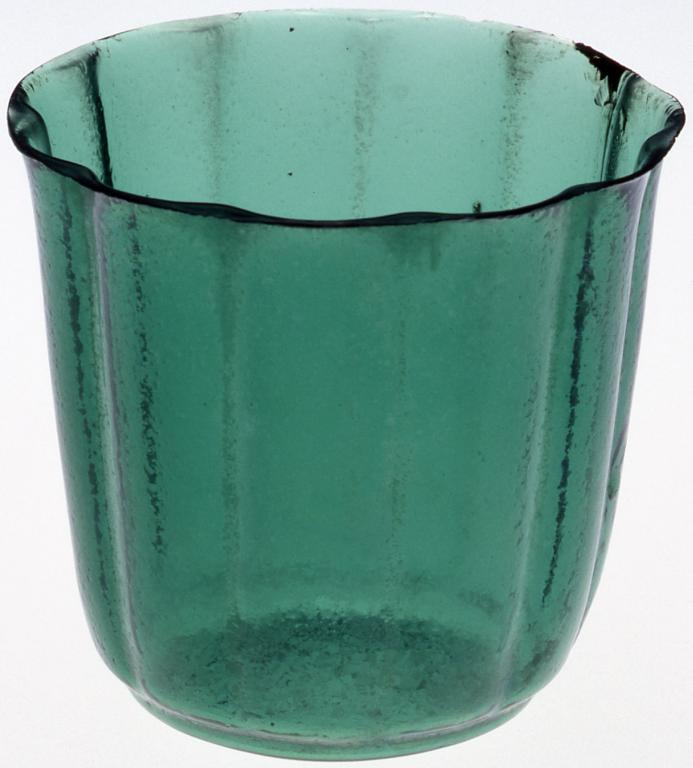作品画像:淡緑色菊型深向付