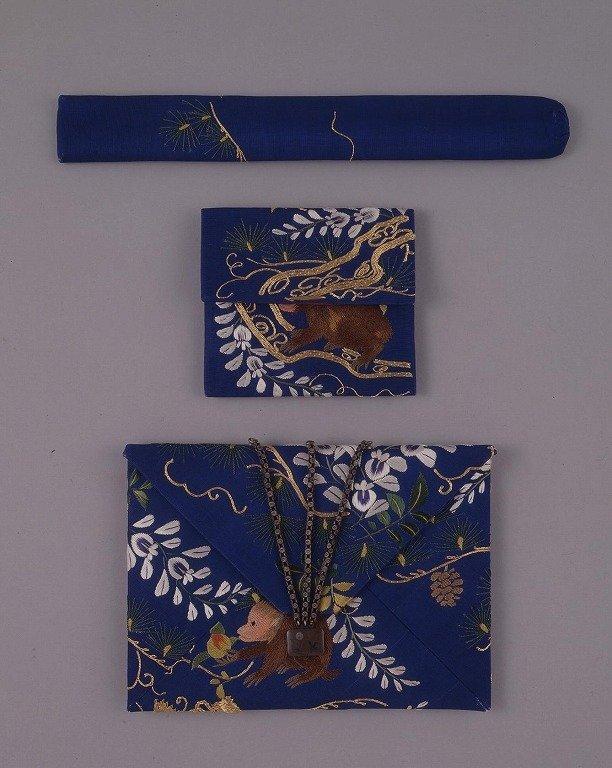 作品画像:刺繍藤に猿図懐中たばこ入れ