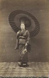 作品画像:(日傘を差して花を持つ女性)