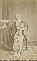 作品画像:赤子を抱く佐藤泰然