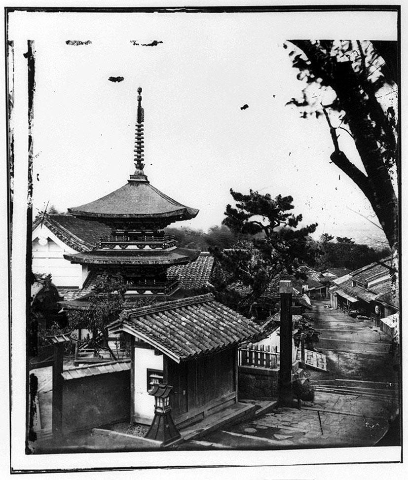 作品画像:三重塔と坂道