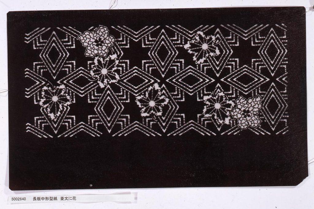 作品画像:長板中形型紙 菱文に花